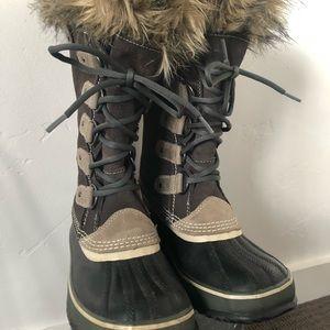 EUC SOEL SIZE 7 JOAN OF ARCTIC SNOW WINTER BOOTS
